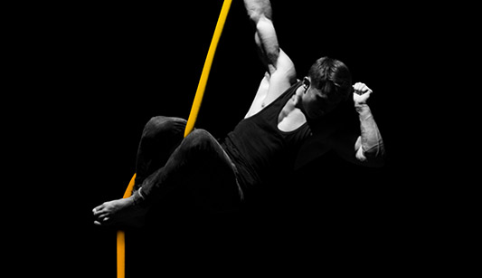 Strong male acrobat performing at Wallmans Dinnerhow